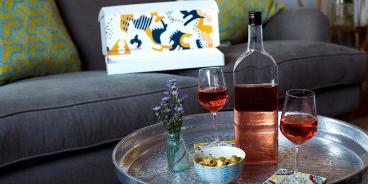 Une entreprise invente la bouteille de vin plate pour une consommation plus écologique